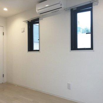【上階】小窓が可愛らしい