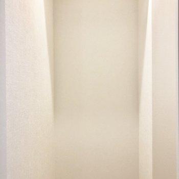 【下階】廊下には大きな収納が