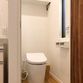【北側】キッチンの隣は2つめのトイレ(※写真は清掃前のものです)