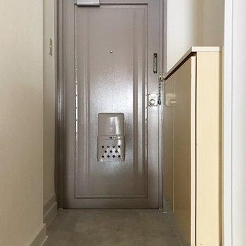 玄関は少しゆとりがあります。