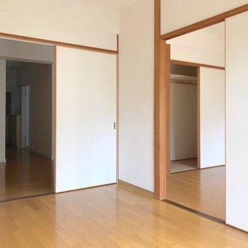 ダイニングと洋室の仕切りも外せば、もっと開放感でそう。