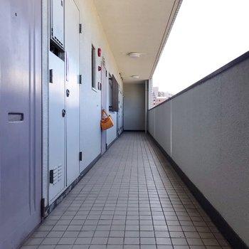 共用廊下もスッキリ清掃されていて、気持ちいいです。