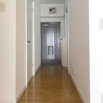 廊下側にもう1つの洋室があります。