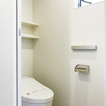 【下階】スタイリッシュなトイレ。
