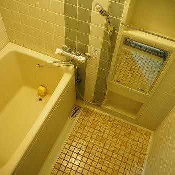 レトロなタイルがかわいいお風呂!