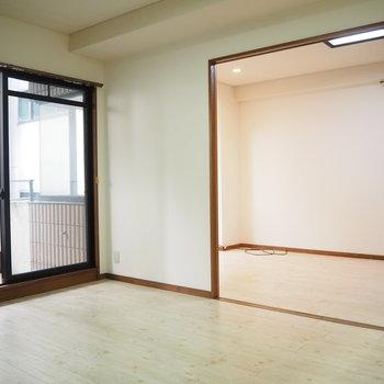 シンプルな家具が合いそうなお部屋ですね