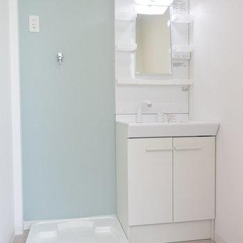 洗面所のこのブルーがかわいい!