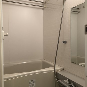 浴室乾燥機があるので雨の日も洗濯物を乾かせますよ