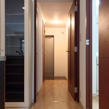 廊下側にも洋室が1つ。