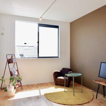 洋室も南向きで明るいです。※家具・雑貨はサンプルです