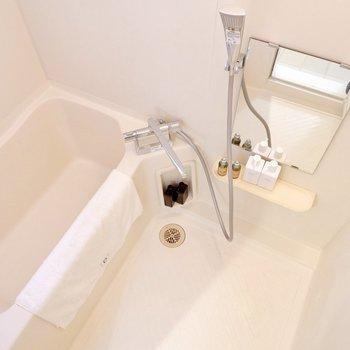 こちらも水栓は取り替え済です。※家具・雑貨はサンプルです