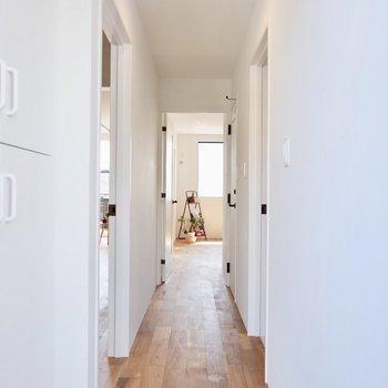玄関開けるとこの景色が待っています。※家具・雑貨はサンプルです