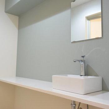 洗面台はカフェのように横に長ーーい!