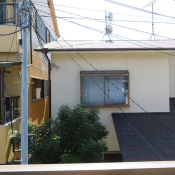 隣の家が見えますね