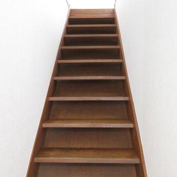階段をせっせとくだって1階へ