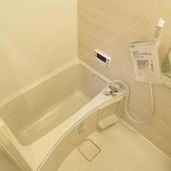 交換された追い炊き機能付きのお風呂。窓を開けると