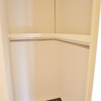 大き目の収納スペース。※写真は同タイプの別室