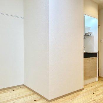 キッチンはお部屋から見えづらい位置にありますよ。