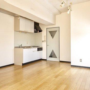 キッチン隣には十分なスペースがあります。