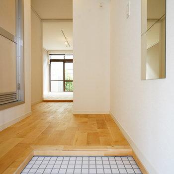 玄関、ゆったりした空間です◎※写真は同間取り、前回募集時のもの