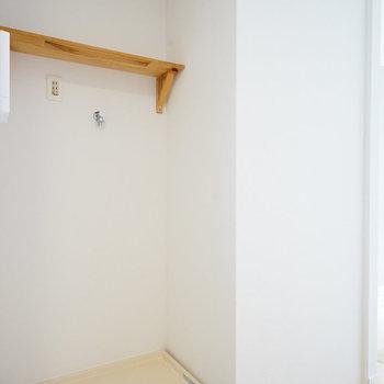キッチン向かい側に洗濯機置き場※写真は同間取り、前回募集時のもの