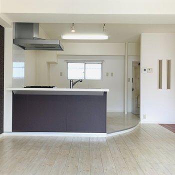 キッチンがステージっぽい