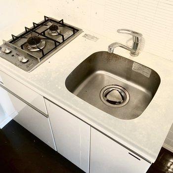 調理スペースはないので、シンクボードを使ったりして工夫するといいかも。※写真はクリーニング前のものです