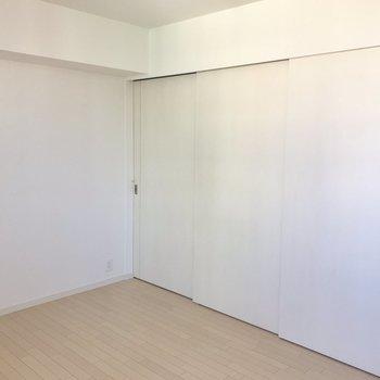 スライドドアを閉めるとキッチンが隠れます