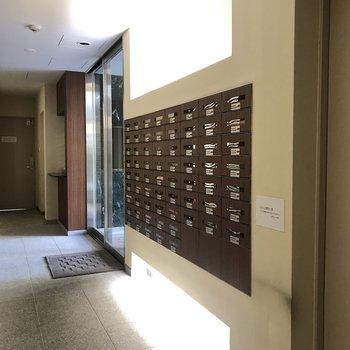 郵便ポストが並んでいます。
