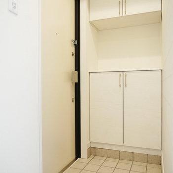 玄関はしっかり靴の収納あります!