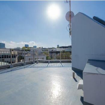 屋上と眺望。渋谷の青空