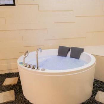 シャワールーム✕丸い浴槽