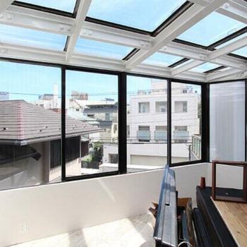 天井からも贅沢な光が差し込みます