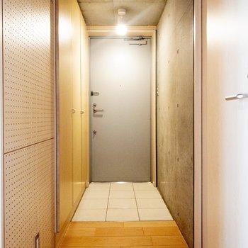玄関はフラットタイプ