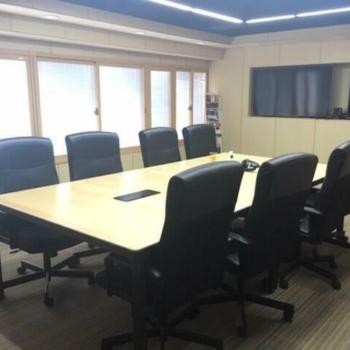 ここは会議室として使えそうだ。