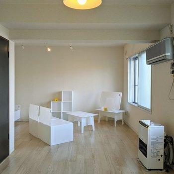 下がり天井なので、ダイニングと寝室を分けることもできます。※インテリアはサンプルです