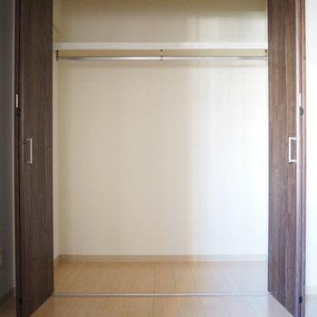 洋室】こちらは洋室のクローゼット