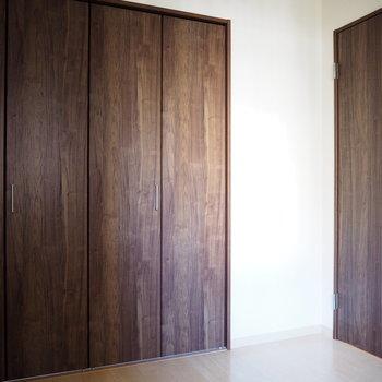 洋室】ダークブラウンの扉で落ち着いた雰囲気