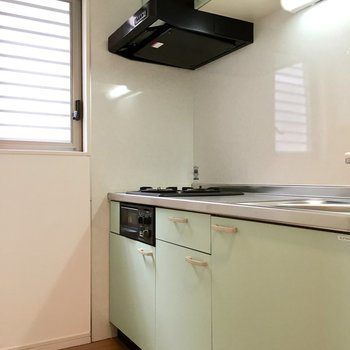 キッチンにも窓があって換気もしっかりと。