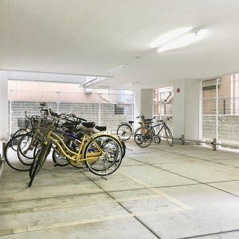 共用部】駐輪場は雨の心配なし。