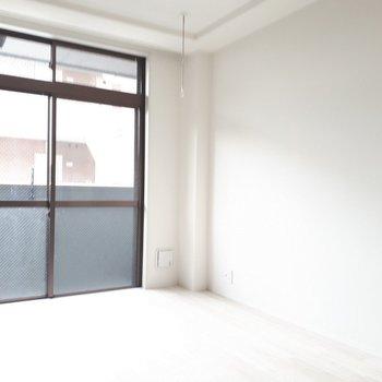 白色の床は清々しくて良いですね◎