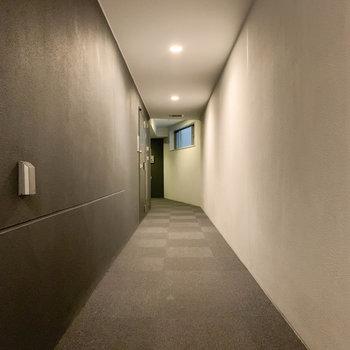 お部屋前の共用部です。ホテルライク。