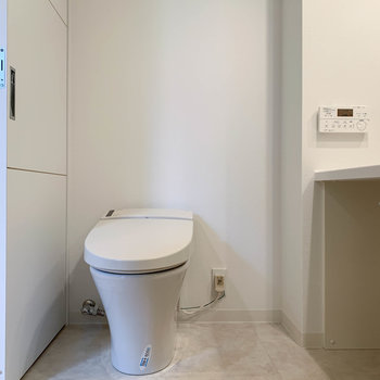 タンクレスのトイレが同室です。
