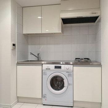 キッチンには洗濯機が付いています。