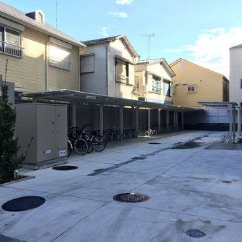 屋根付き駐輪スペース、広いですね。