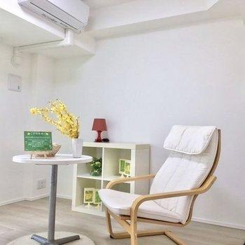 高さのある家具も置いて、メリハリをつけてみては。※写真は6階の同間取り別部屋のものです