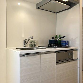 キッチン左側に冷蔵庫を置けます。※写真は前回募集時のものです