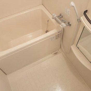 バスルームには追い焚き機能付き。※写真は6階の同間取り別部屋のものです