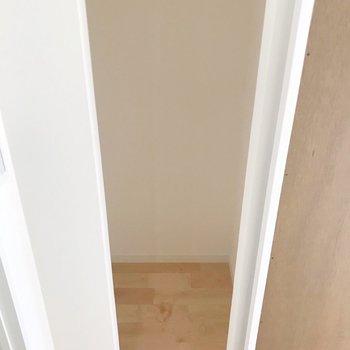 【1階】なんと収納になっていました!掃除用品の保管はここかな。