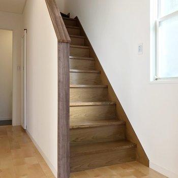 階段は既存のもの。2階へのぼってみましょう。